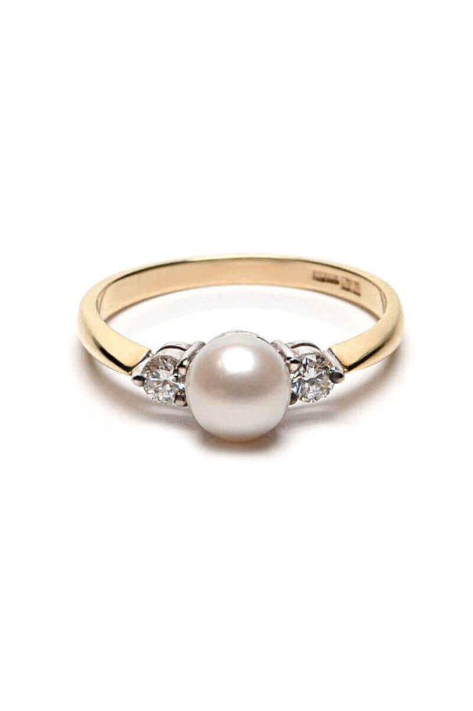 Diamond and White Freshwater Cultured Pearl Ring | 9ct Yellow Gold